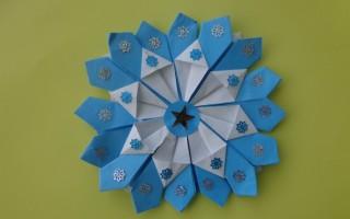 Новогодние игрушки из бумаги в технике оригами