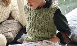 Вязаные кофты крючком со схемами и описанием для мамы и дочки