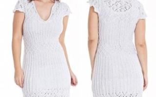 Летнее платье крючком с открытой спинкой и интересными узорами