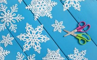 Схемы вырезания из бумаги новогодних снежинок