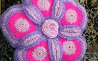 Коврик-цветок крючком