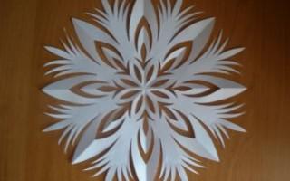 Вырезание снежинок из бумаги техники