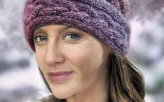 Женская шапка спицами на теплое время года
